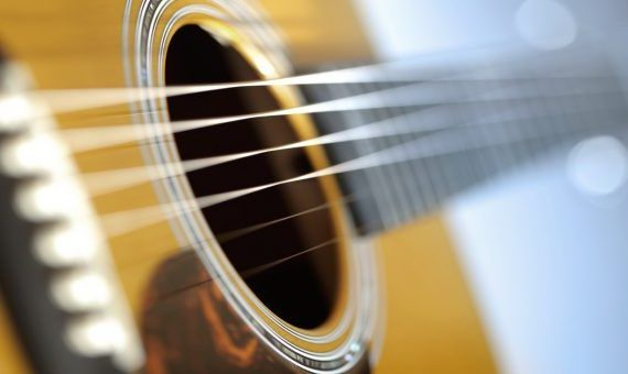 What Are the Best Acoustic Guitar Strings for Beginners?