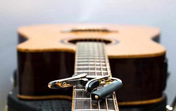 How to Use an Acoustic Guitar Capo?